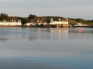 annedegruchy.co.uk image: Port Ellen at dusk